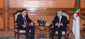 السراج يجري محادثات مع الرئيس الجزائري